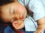 Anh trai 2 tuổi đút cho em ăn, mẹ thấy con ọe tức tốc đưa đi viện và hốt hoảng khi nhìn kết quả X-quang-9