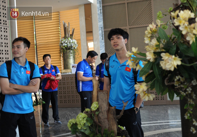 Bữa ăn đậm hương vị quê hương của các tuyển thủ tuyển Việt Nam khi đến Lào-1