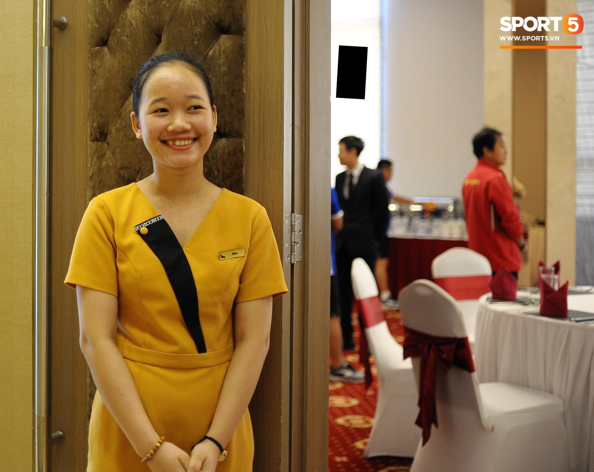 Bữa ăn đậm hương vị quê hương của các tuyển thủ tuyển Việt Nam khi đến Lào-2
