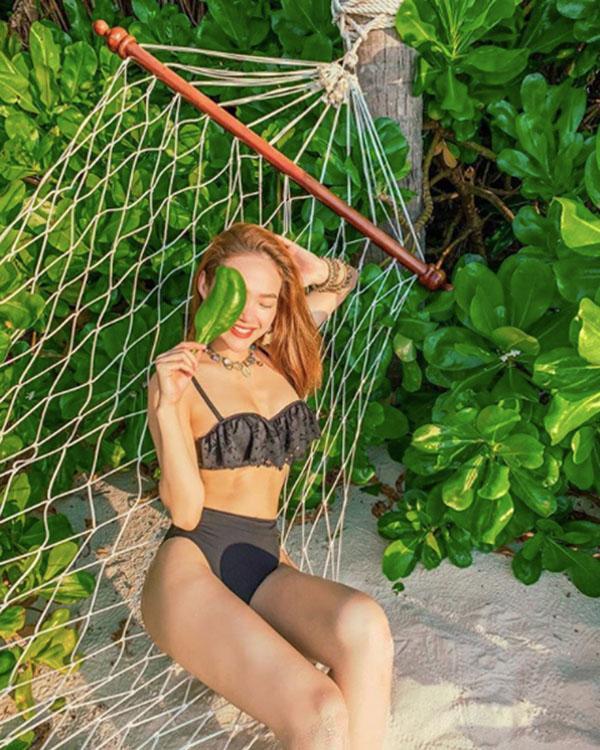 Nắm tay trai lạ, diện bikini, Minh Hằng khiến dân tình phát sốt vì vóc dáng không thể chuẩn hơn!-4