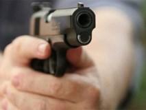 Mỹ: Bất mãn vì bị bắt dọn phòng, cậu bé 11 tuổi lấy súng bắn chết bà rồi tự tử