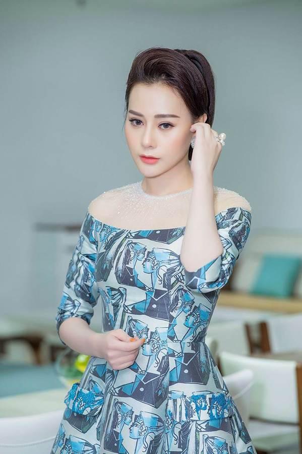 Hậu thẩm mỹ, Phương Oanh Quỳnh Búp bê tự tin khoe sắc bên Việt Anh-2