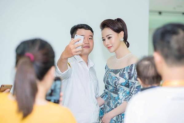 Hậu thẩm mỹ, Phương Oanh Quỳnh Búp bê tự tin khoe sắc bên Việt Anh-9