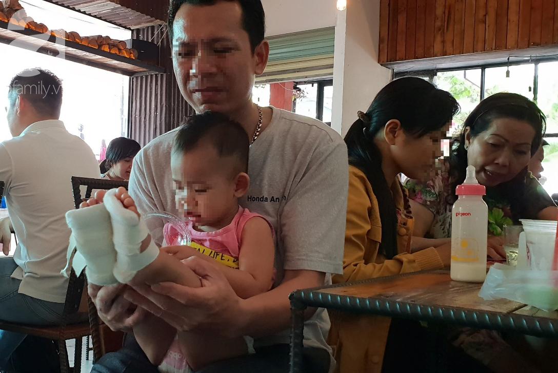 TP.HCM: Bé gái 18 tháng tuổi bị phỏng bất thường ở chân khi đi học ở trường mầm non, bố mẹ làm đơn cầu cứu-1