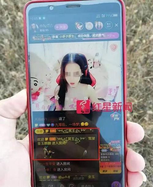 Trung Quốc: Cha mẹ sạt nghiệp vì con trai say đắm nữ streamer-1