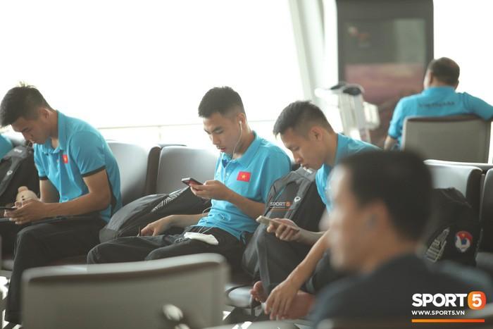 Thực hư chuyện cầu thủ Việt Nam bị thu hết điện thoại khi tới Lào đá trận mở màn AFF Cup 2018-1