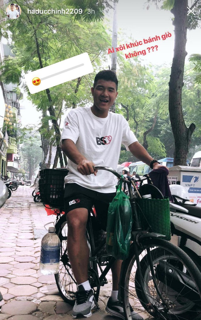 Thực hư chuyện cầu thủ Việt Nam bị thu hết điện thoại khi tới Lào đá trận mở màn AFF Cup 2018-2