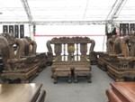 Thương lái Trung Quốc càn quét đồ gỗ trắc, 4 bộ ghế trả luôn 1 triệu USD-10