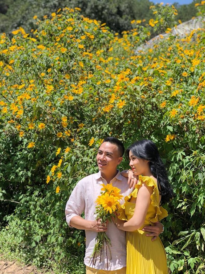 MC Hoàng Linh lại diễn cảnh tình cảm bên bạn trai giữa cánh đồng hoa Đà Lạt-10
