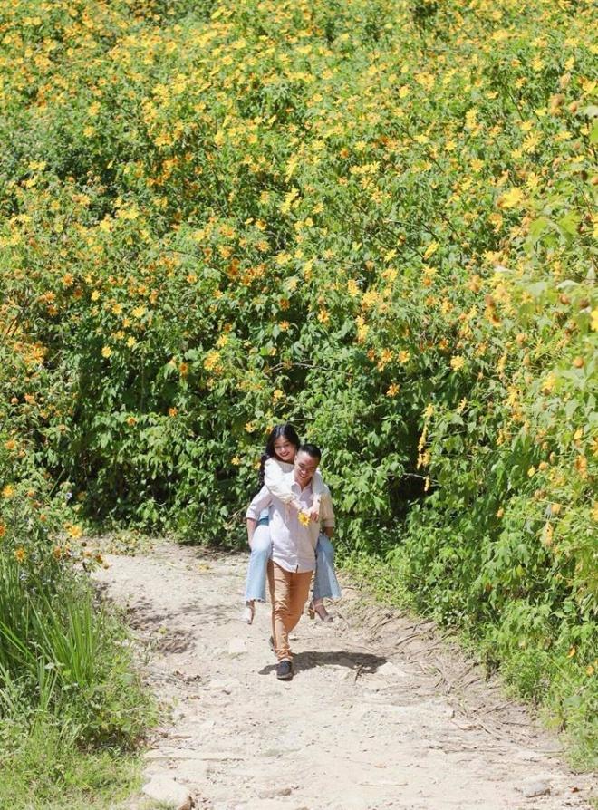 MC Hoàng Linh lại diễn cảnh tình cảm bên bạn trai giữa cánh đồng hoa Đà Lạt-11