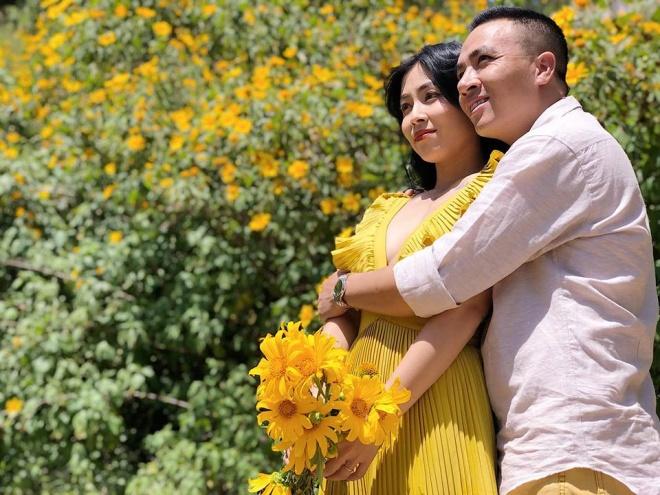 MC Hoàng Linh lại diễn cảnh tình cảm bên bạn trai giữa cánh đồng hoa Đà Lạt-9