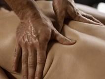 Vợ uể oải thèm ngủ sau mỗi lần massage, chồng lập tức đòi ly hôn khi biết sự thật