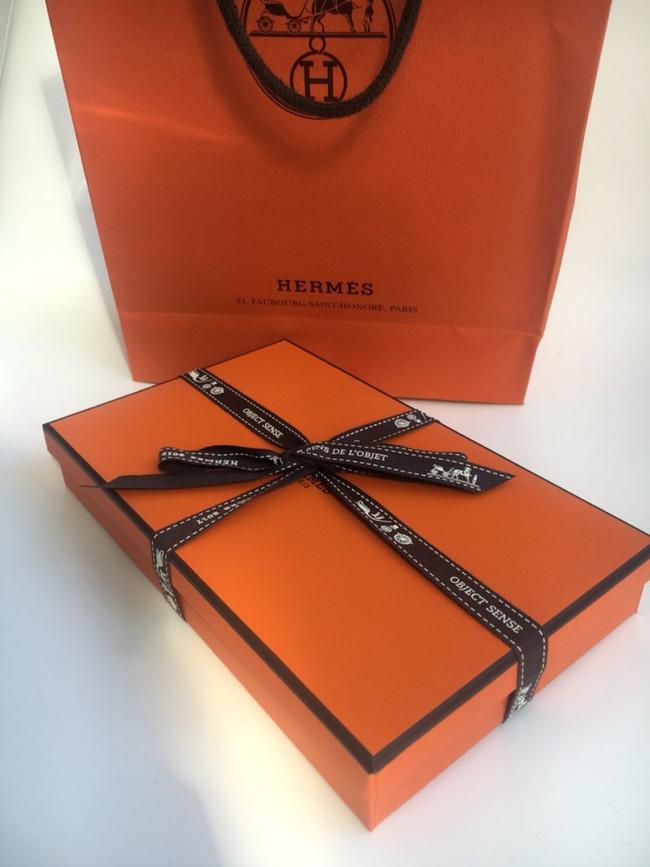 Hermes bán móc treo túi hơn 16 triệu, netizen Hàn đồng loạt gào thét, có người cho rằng tiền này mua ngựa thật còn hơn-1