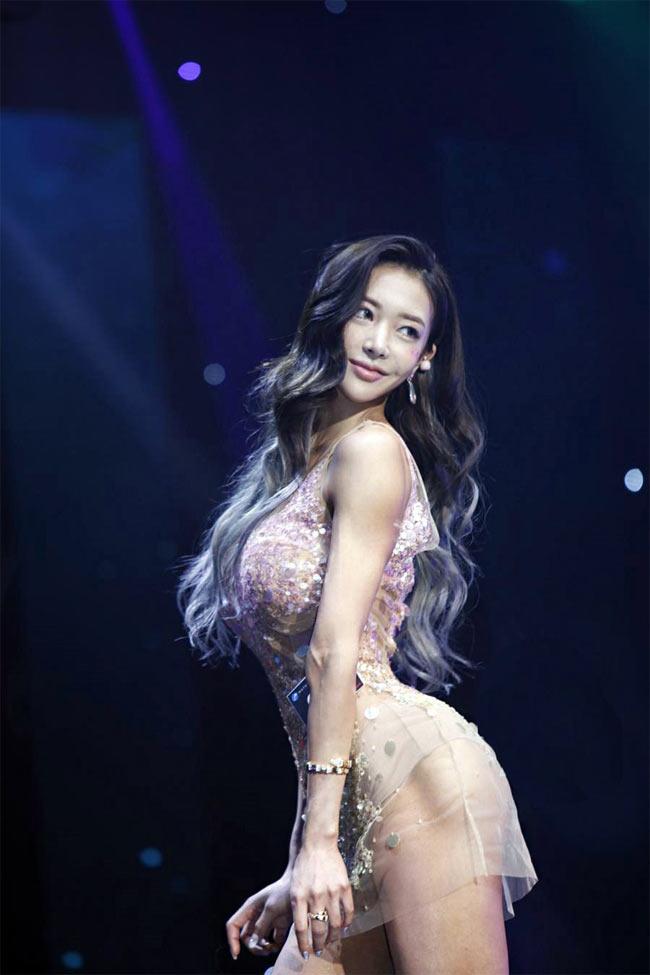 2 mỹ nữ nổi nhất phòng gym Hàn quá hấp dẫn với rãnh hông hiếm có khó tìm-7