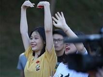 Fan nữ ở Lào phát cuồng vì Công Phượng, Quang Hải