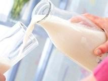Pha nước vào sữa cho học sinh mẫu giáo, hiệu trưởng bị sa thải