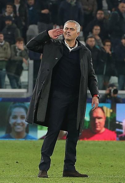 Đã tìm ra nguyên nhân HLV Mourinho khiêu khích CĐV Juventus-1