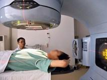 Nam thiếu niên 15 tuổi bị ung thư phổi nghi hút thuốc lá thụ động từ bố