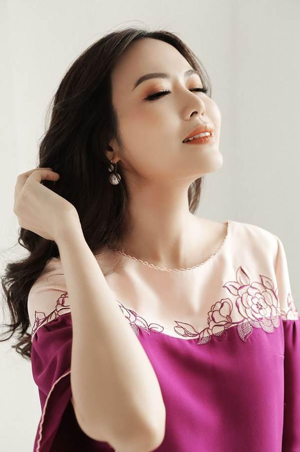 Hoa hậu Thu Thủy đẹp rực rỡ ở tuổi 43-2