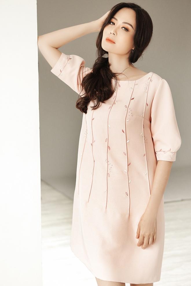 Hoa hậu Thu Thủy đẹp rực rỡ ở tuổi 43-12