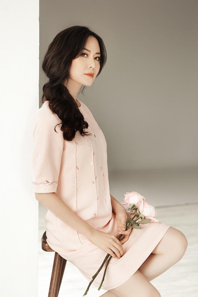 Hoa hậu Thu Thủy đẹp rực rỡ ở tuổi 43-13