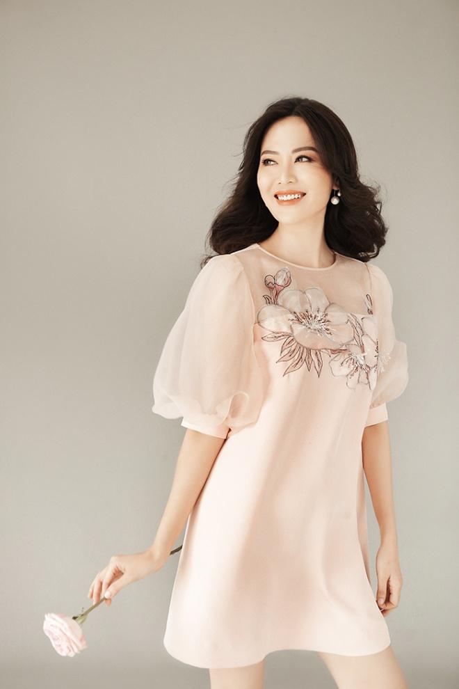 Hoa hậu Thu Thủy đẹp rực rỡ ở tuổi 43-14