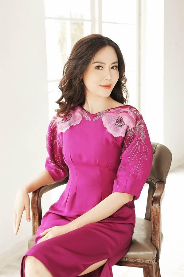 Hoa hậu Thu Thủy đẹp rực rỡ ở tuổi 43-4