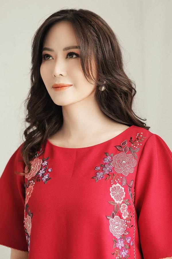 Hoa hậu Thu Thủy đẹp rực rỡ ở tuổi 43-7