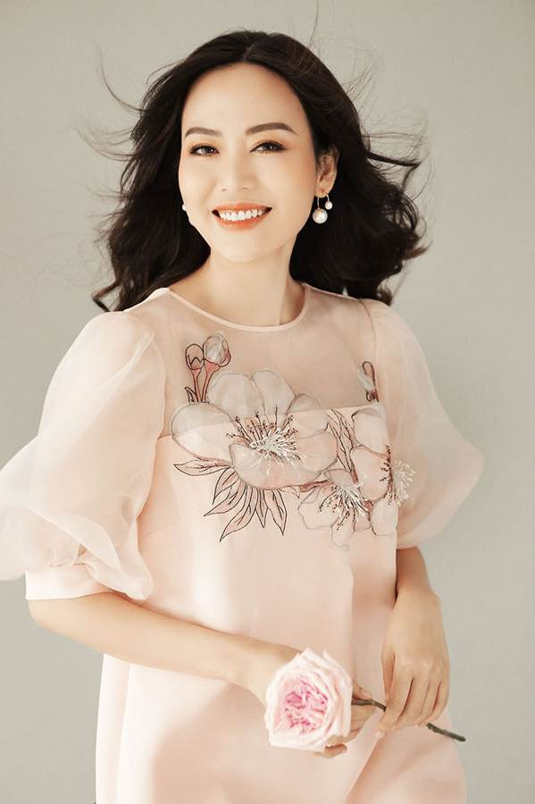 Hoa hậu Thu Thủy đẹp rực rỡ ở tuổi 43-8