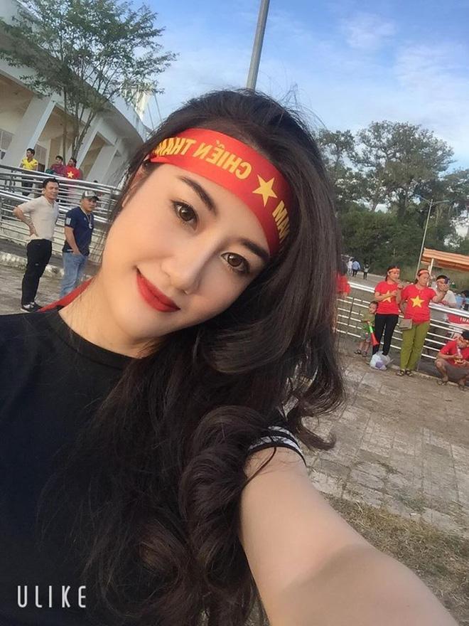 Tìm ra nữ cổ động viên HOT hơn cả chiến thắng 3 - 0 trong ngày đầu ra quân của đội tuyển Việt Nam tại AFF Cup 2018-3