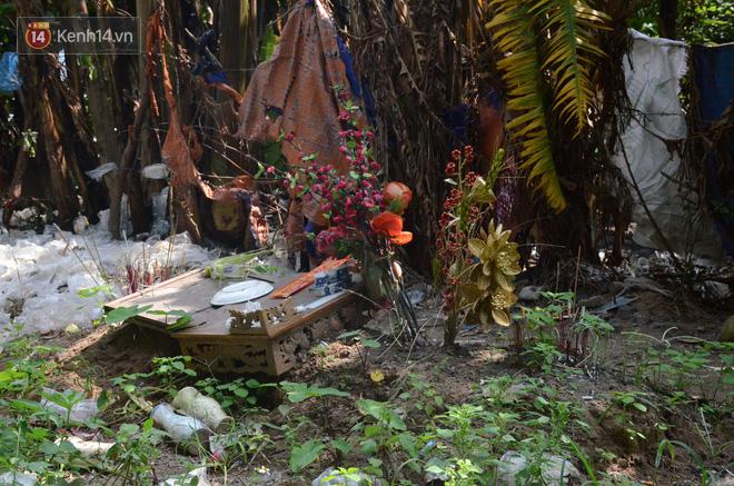 Những câu chuyện đau lòng quanh 5 ngôi mộ vô danh và miếu thờ 2 cô gái chết trẻ ở bãi sông Hồng-3