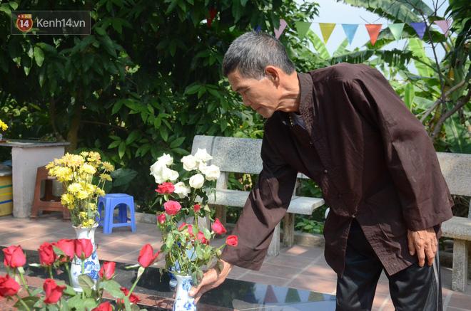 Những câu chuyện đau lòng quanh 5 ngôi mộ vô danh và miếu thờ 2 cô gái chết trẻ ở bãi sông Hồng-5