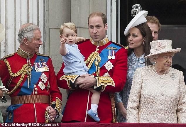 Trước tin đồn Công nương Kate ngăn cấm các con gần gũi Thái tử Charles, William đã lên tiếng giải thích như thế này đây-1