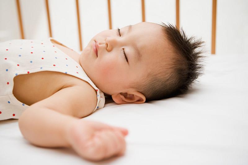 4 tư thế ngủ chứng tỏ trẻ sơ sinh thông minh, kiểu nằm nguy hiểm nhất lại IQ cao nhất-4