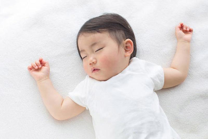 4 tư thế ngủ chứng tỏ trẻ sơ sinh thông minh, kiểu nằm nguy hiểm nhất lại IQ cao nhất-5