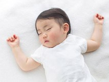 4 tư thế ngủ chứng tỏ trẻ sơ sinh thông minh, kiểu nằm nguy hiểm nhất lại IQ cao nhất