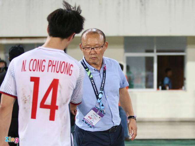 HLV Park Hang Seo gửi mật thư cho Duy Mạnh trong chiến thắng trước ĐT Lào-2