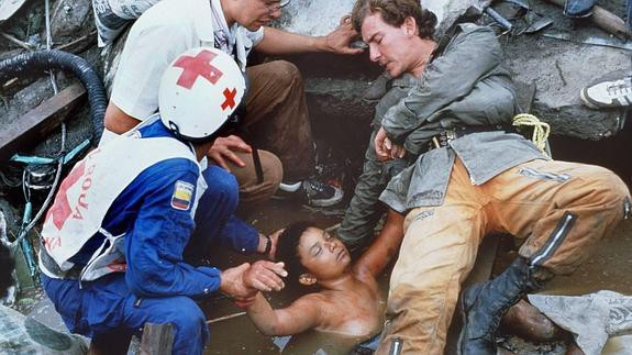 Bi kịch của Omayra Sanchez và đôi mắt đen hấp hối vẫn ám ảnh cả thế giới dù cho đã 33 năm trôi qua-9