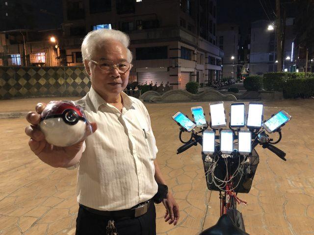 Game thủ 70 tuổi dùng 11 chiếc điện thoại để chơi Pokemon Go-2