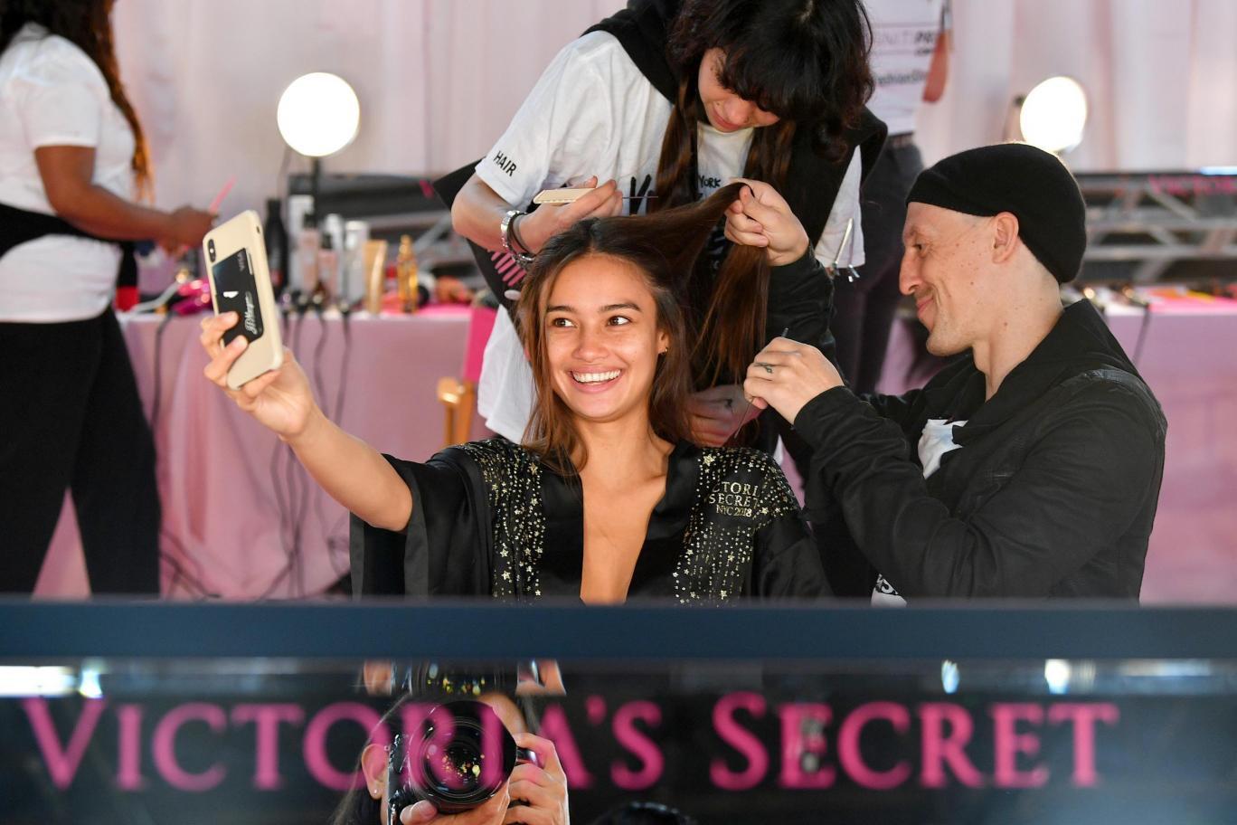 Hàng ngày mơ ước được như Gigi Hadid, 1 năm sau cô gái này đã trở thành chân dài Philippines đầu tiên trong show Victorias Secret-4