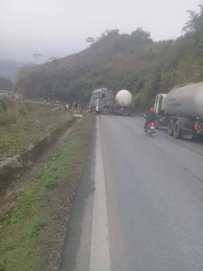Hiện trường vụ tai nạn nghiêm trọng ở Hòa Bình khiến người đi đường ám ảnh-2
