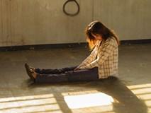 Đau khổ khi bị chính con đẻ xa lánh và sợ sệt mỗi khi thấy mẹ