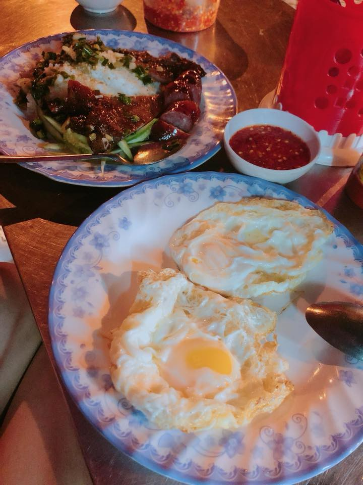 Người ta trổ tài nấu nướng khéo như đầu bếp còn Hari Won thì chỉ thấy ăn thủng bát thủng đĩa thế này đây!-8