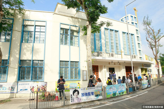 Những hình ảnh đầu tiên tại lễ tưởng niệm Lam Khiết Anh: Người hâm mộ xếp hàng từ sớm, bạn bè gửi hoa tiễn biệt-5