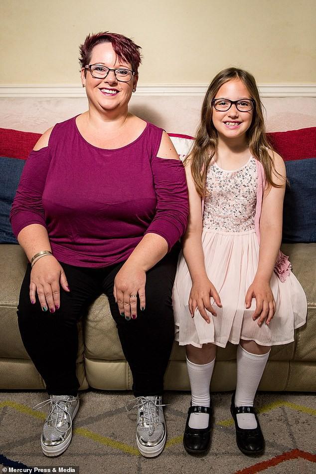 Bà mẹ cho con bú sữa mẹ đến tận năm 9 tuổi, người khuyến khích, kẻ cáo buộc đó là hành vi ấu dâm-5