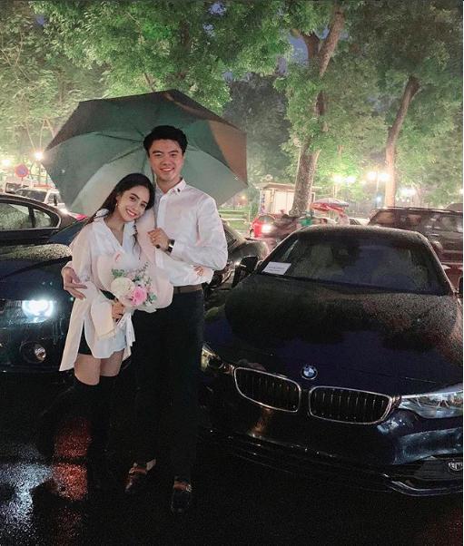 Ông xã ca nương Kiều Anh quỳ gối dưới mưa, tặng vợ món quà kỷ niệm khủng-1