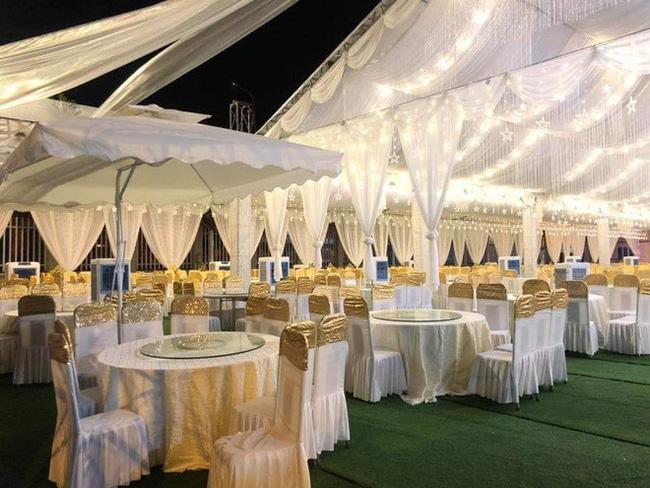 Hé lộ chi tiết khủng trong đám cưới của cặp đôi chi 1 tỷ tiền trang trí, cổng chào như cung điện, ca sĩ Ngọc Sơn về biểu diễn-2