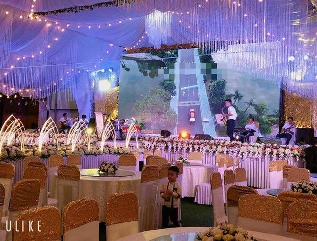 Hé lộ chi tiết khủng trong đám cưới của cặp đôi chi 1 tỷ tiền trang trí, cổng chào như cung điện, ca sĩ Ngọc Sơn về biểu diễn-5