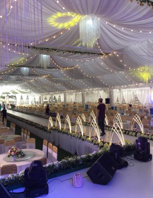 Hé lộ chi tiết khủng trong đám cưới của cặp đôi chi 1 tỷ tiền trang trí, cổng chào như cung điện, ca sĩ Ngọc Sơn về biểu diễn-6