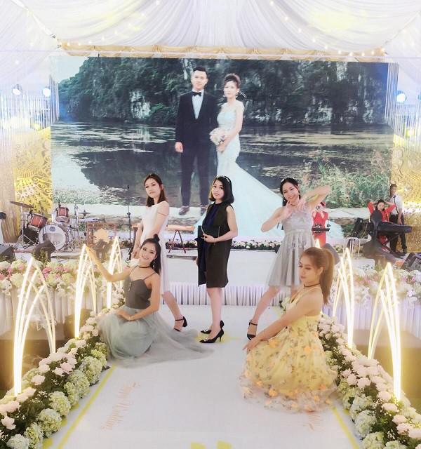 Hé lộ chi tiết khủng trong đám cưới của cặp đôi chi 1 tỷ tiền trang trí, cổng chào như cung điện, ca sĩ Ngọc Sơn về biểu diễn-8